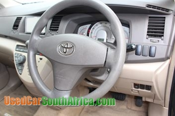 Toyota isis 2004 pictures — photo 1